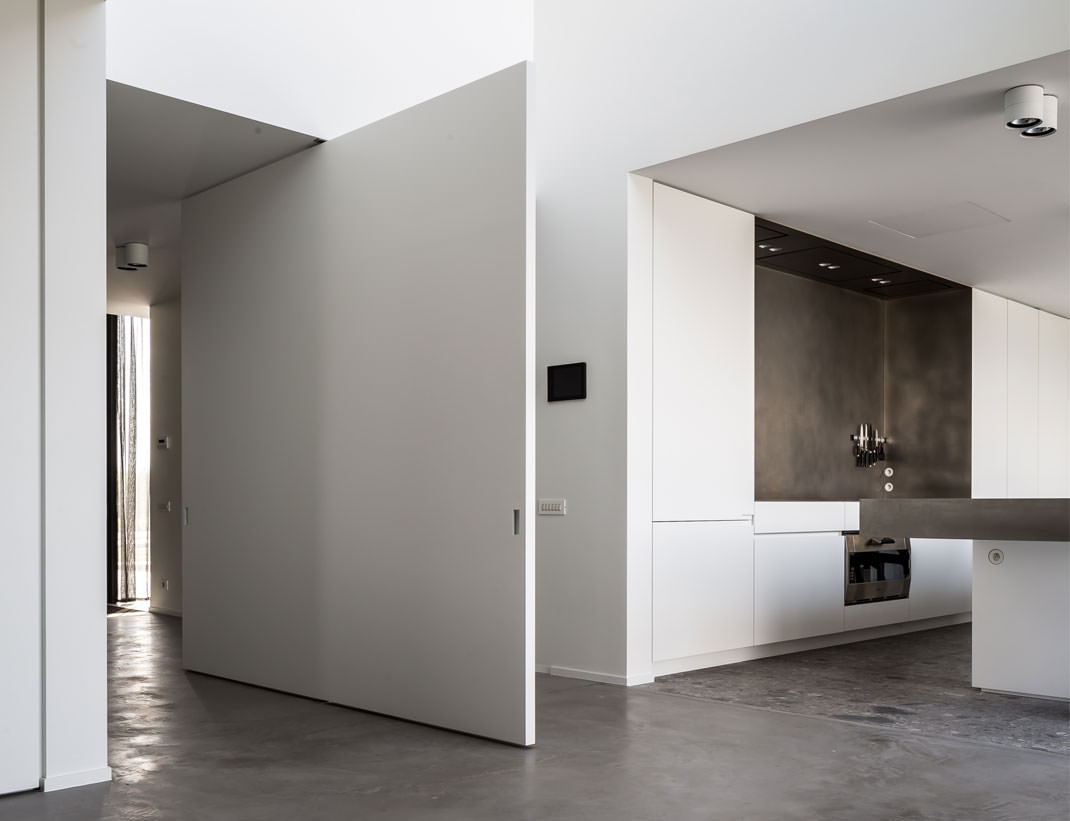 "Pivot Doors Model ""SVING"" lacquered"